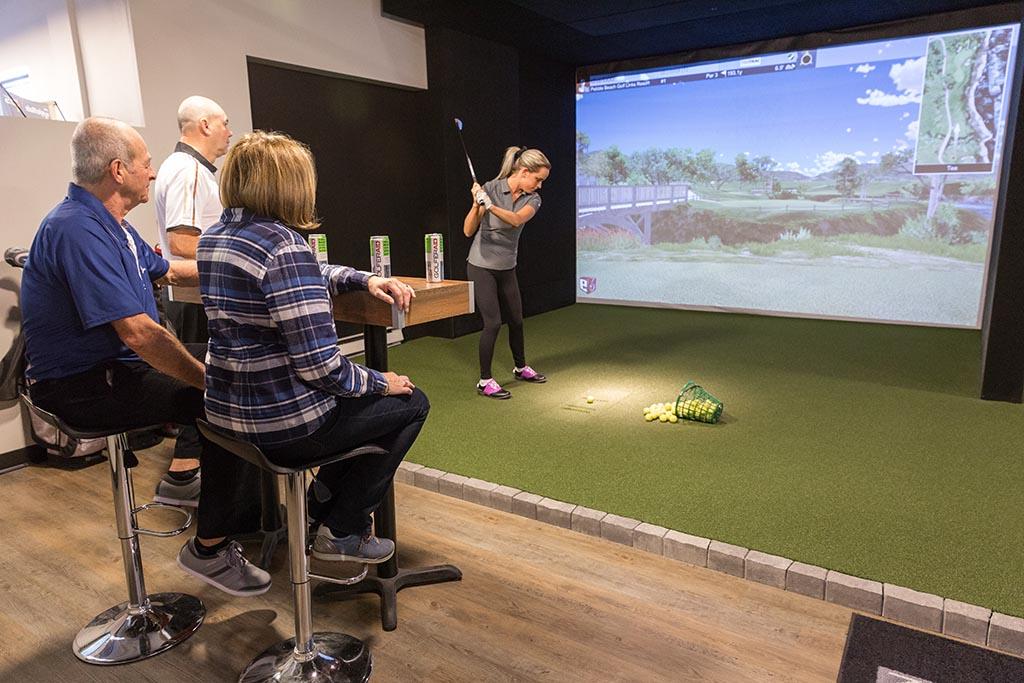 Deux simulateurs de golf chez b2golf à Québec