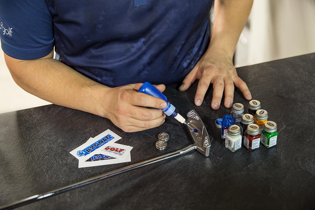 personnalisation de bâton de golf à l'atelier de réparation b2golf